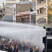 """INDH presentará querella por """"violencia innecesaria"""" de Carabineros en contra de estudiante gravemente lesionada durante marcha 8M en Valparaíso"""