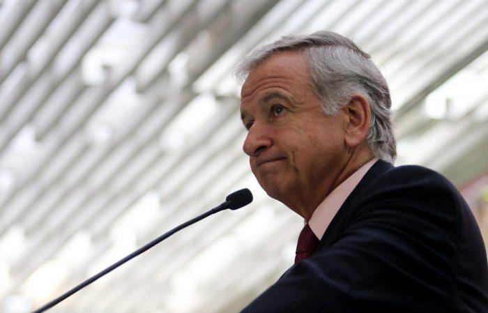 Felipe Larraín justificó error en predicción sobre baja de bencinas: