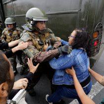 Los incidentes que marcaron el término de la primera marcha del 8M en Valparaíso