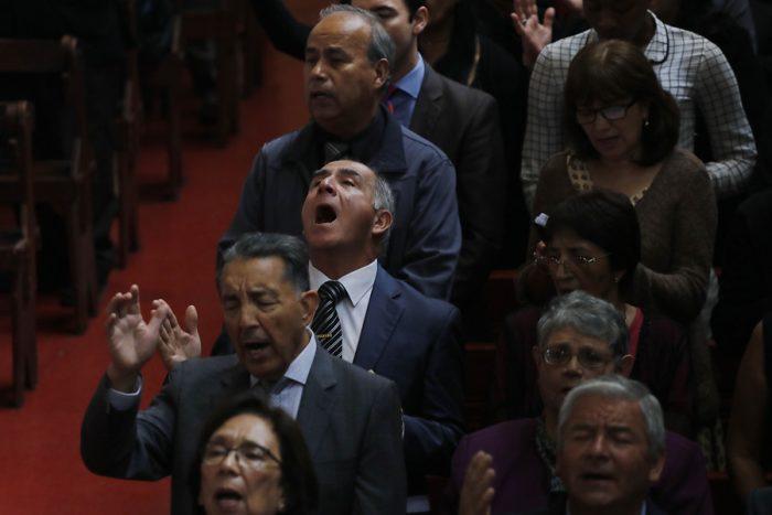 Se acabó la luna de miel con La Moneda: evangélicos en alerta por resolución del SII que les obliga a transparentar sus ingresos