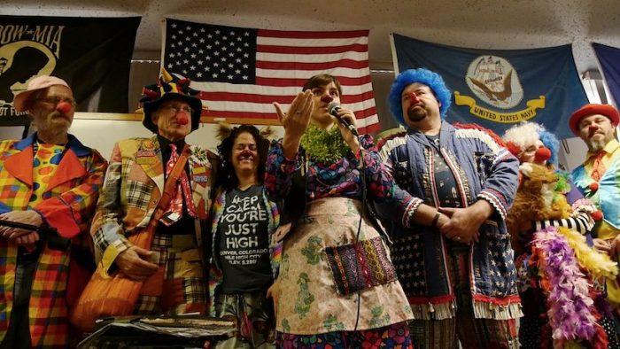 "Exitoso estreno de documental chileno-estadounidense ""Clownvets"" en California"