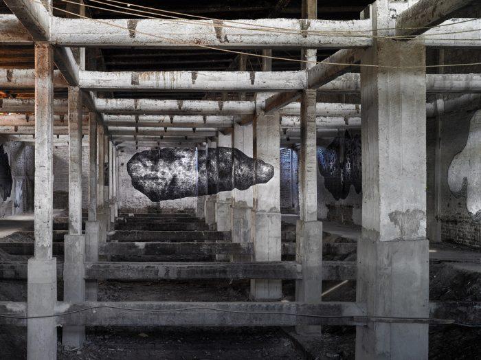 Reconocido artista urbano pinta mural con la técnica de anamorfismo en Barrio Franklin