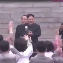 Despiden a fotógrafo de Kim Jong-un por taparlo frente a la convocatoria en una actividad oficial