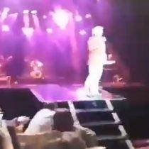 Fuerte caída del cantante Sergio Denis en pleno concierto lo mantiene en estado grave