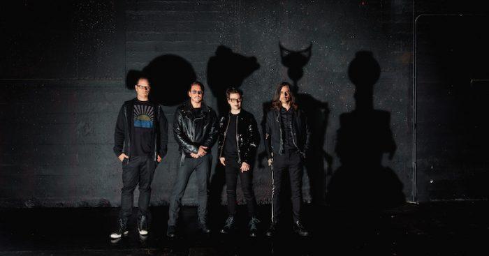 Weezer, icónica banda del rock alternativo de los 90s se presenta por primera vez en Chile