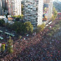 Desbordante movilización feminista concentra a varios cientos de miles de personas en Santiago y regiones