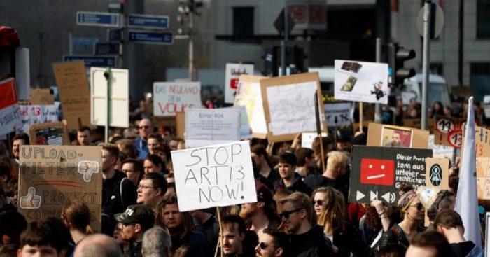 Parlamento Europeo aprueba polémica reforma de derechos de autor