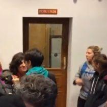 Mujeres realizan masiva besada en modo de protesta tras ataque lesbófobico en Madrid
