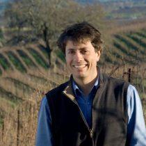 Siempre hay un chileno: empresario vitivinícola es uno de los acusados de fraude para ingresar a sus hijos a universidades prestigiosas en Estados Unidos