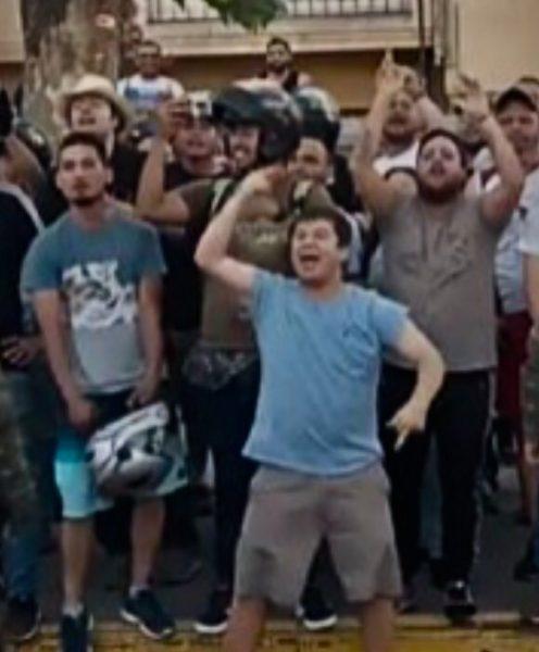 Hinchas de la UC funan en pleno estadio a Felipe Valenzuela, joven que lideró protestas frente a Embajada de Venezuela
