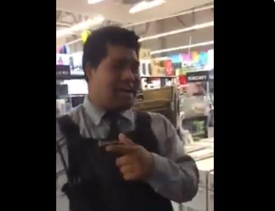Guardia de supermercado discrimina a una pareja de lesbianas en pleno ejercicio laboral