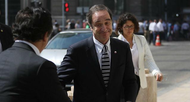 Ante las duras críticas ministro de Justicia opta por retroceder y ya no será testigo de Jaime Orpis en el caso Corpesca
