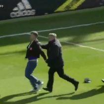 14 semanas de prisión para hincha que agredió a futbolista en pleno partido de la Liga inglesa