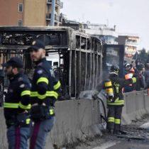"""""""Hoy no sale nadie vivo de aquí"""": las palabras del secuestrador de 51 niños en un bus escolar en Italia"""