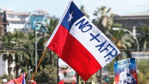Estudio UDP-Criteria: 81% de la ciudadanía quiere AFP estatal pero choca con la visión de la élite del Congreso