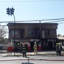 Tres heridos deja incendio provocado por explosión de gas en panadería en Quilpué