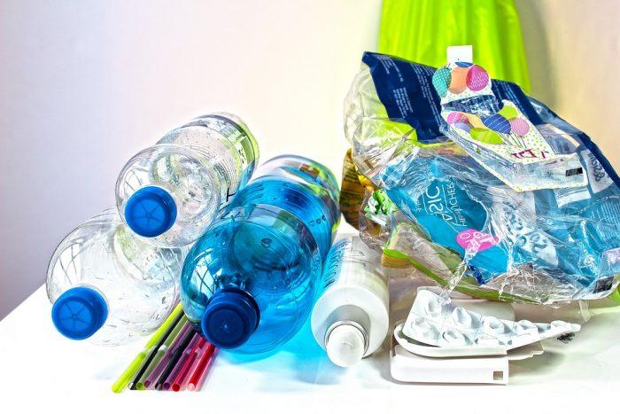 Casi 900 mil toneladas de plástico no se reciclan en Chile