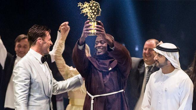 """El Mejor Maestro del Mundo: Peter Tabichi, el profesor que dona la mayor parte del salario a sus alumnos más pobres y que recibió el """"Nobel de Educación"""""""