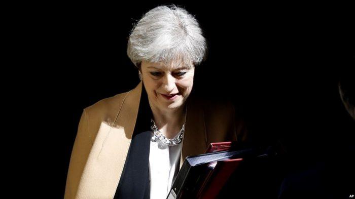 May sopesa cuarto voto de su pacto del
