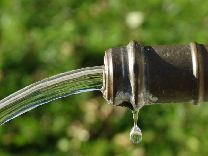 Utilicemos las aguas tratadas para regadío de espacios públicos