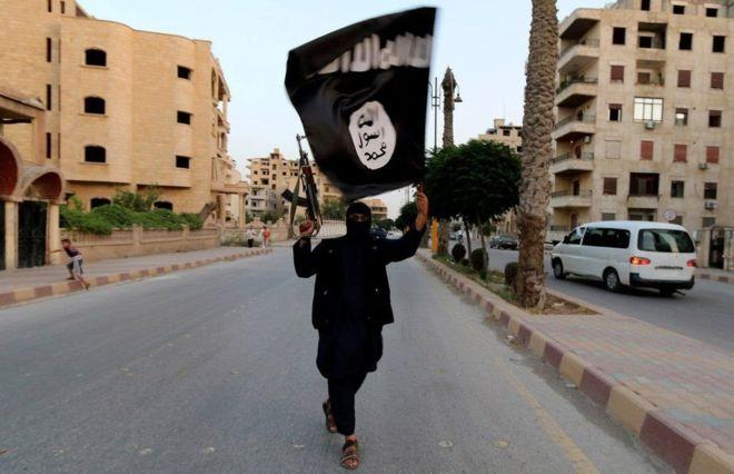 Las similitudes poco evidentes y escalofriantes entre la extrema derecha y el autodenominado Estado Islámico