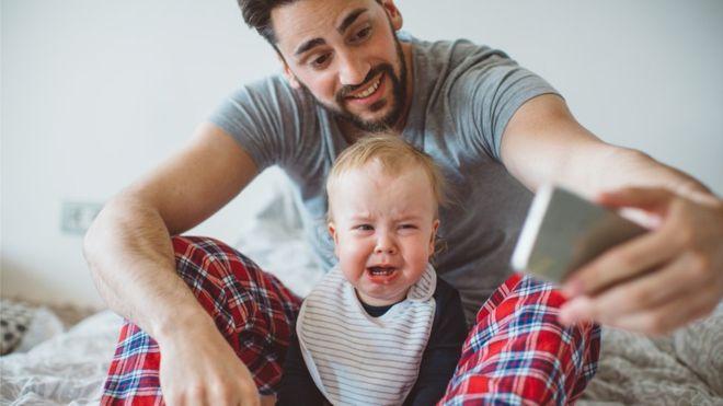 ¿Puedes impedir a tus padres que compartan fotos tuyas en internet?