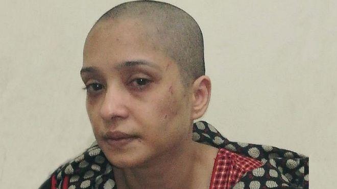 """Asma Aziz, la mujer a la que """"torturaron y raparon la cabeza"""" por negarse a bailar para su marido y sus amigos"""