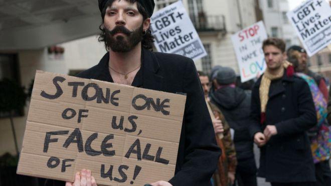 """Lapidación de gays en Brunéi: """"De niños nos enseñaban que las piedras no tenían que ser muy grandes para que la persona no muriera tan rápido"""""""