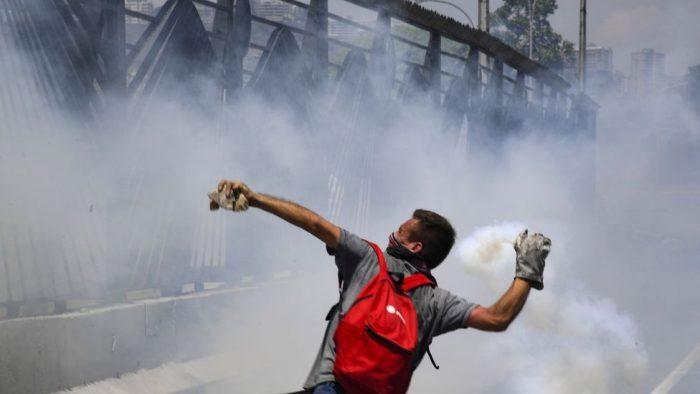 Venezuela: fuertes disturbios y violencia tras el llamado de Juan Guaidó y Leopoldo López a derrocar a Maduro