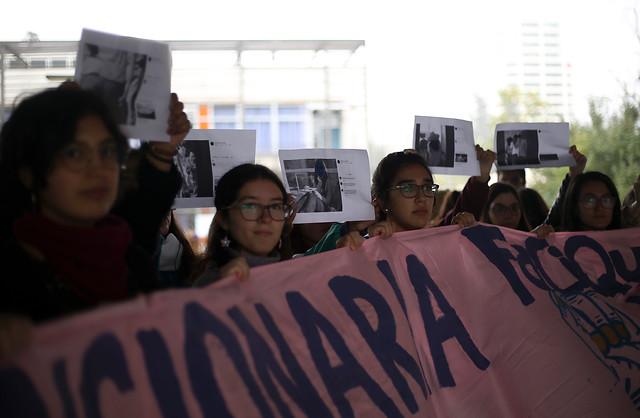 """""""Las estudiantes se siguen cruzando con los agresores"""": se toman la Facultad de Química y Farmacia de la U. de Chile por casos de acoso sexual"""