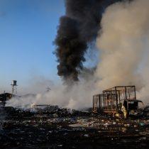 Experta advierte riesgo de contaminación de agua y suelo por incendio en Lampa