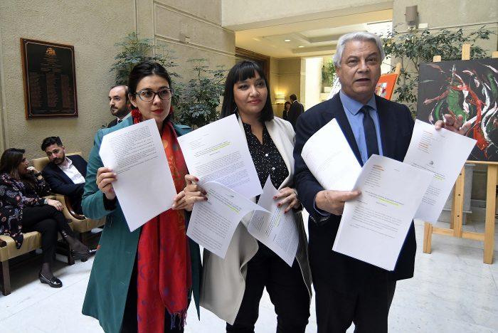 Diputados de la Comisión de Familia acusan al senador Felipe Kast de plagiar su proyecto de Dicom de pensiones alimenticias