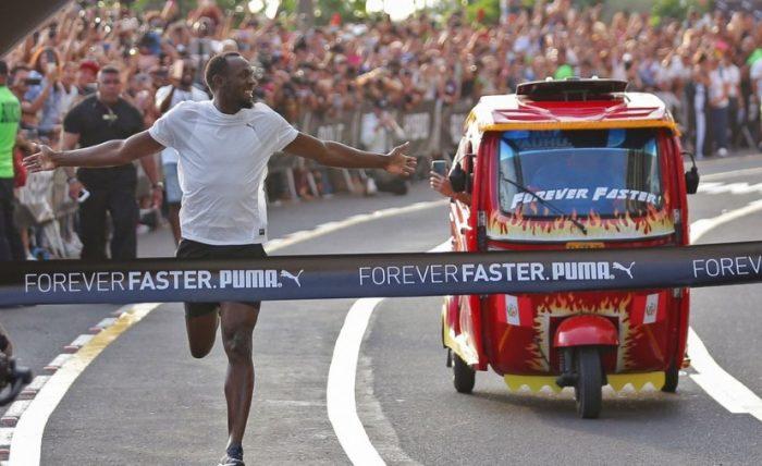 El rayo lo hizo otra vez: Usain Bolt ganó en una carrera a un mototaxi en Perú