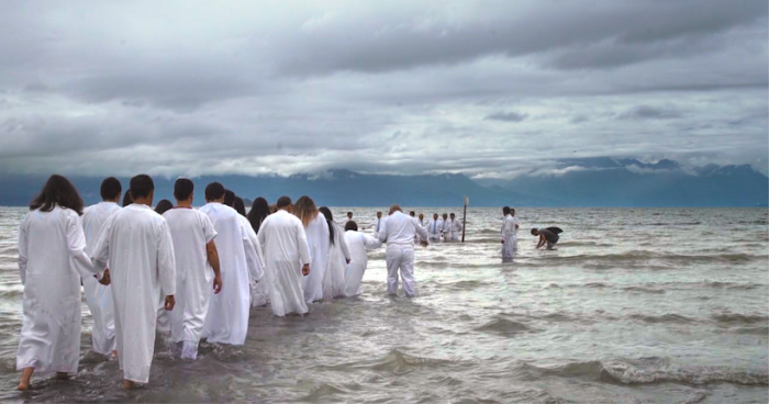 """Dios"": Documental de MAFI que retrata la crisis de la Iglesia chilena se estrena en festival suizo"