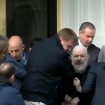 Scotland Yard detiene a Julian Assange desde Embajada de Ecuador en Londres