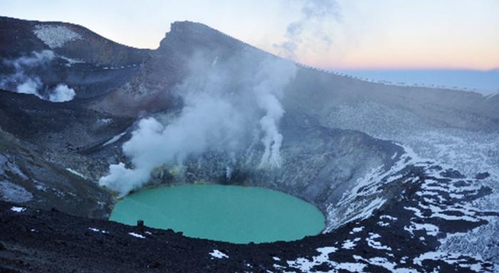 Campaña invita a crear el primer Parque Nacional de la RM en área que alberga 14.000 ha. de glaciares