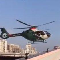 Puerta de helicóptero de Carabineros se cae a segundos de aterrizar en edificio capitalino
