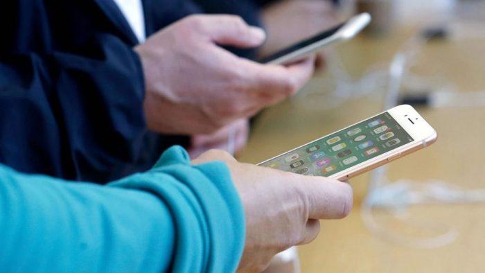 Manifestaciones en las calles y en el celular: chilenos también rompieron récord en internet tras estallido social