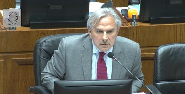 La pregunta de Moreira a sus colegas senadores: que levante la mano quién está en Fonasa