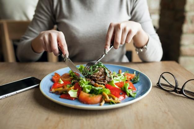 Alimentación juvenil: el 67% de los universitarios se fija en los precios más que en lo nutritivo