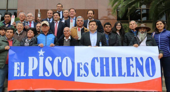 Diputados Fuenzalida y Gahona presentan proyecto que prohíbe el ingreso al país de destilados peruanos que lleven el nombre pisco