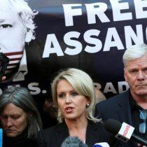 Abogada asegura que Assange está dispuesto a cooperar con autoridades suecas
