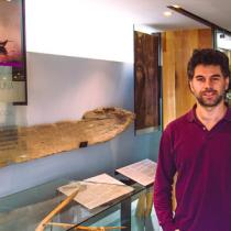 Triunfo de la comunidad magallánica: director del museo despedido por estar en contra de la instalación de las salmoneras es restituido en su puesto
