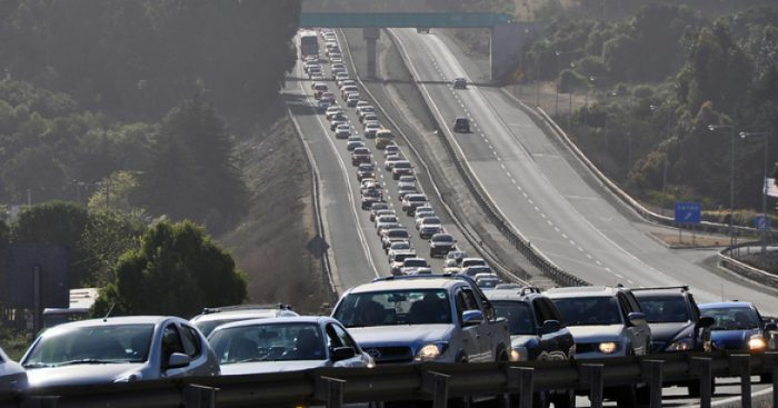 Fin de semana largo: MOP estima que más de 400 mil vehículos saldrán de Santiago entre hoy y mañana
