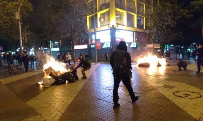 Comerciantes ambulantes realizan manifestaciones en Santiago Centro exigiendo el derecho al trabajo