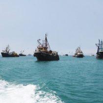Armada captura tres pesqueros peruanos que estaban ilegalmente faenando en el país