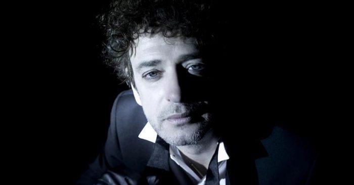 """Gustavo Cerati Sinfónico"": se presenta por primera vez en Chile emotivo homenaje al músico argentino"