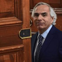 Caso Arias salpica a Chadwick: los whatsapp que involucran al ministro del Interior en el