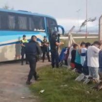 29 barristas de la Católica fueron detenidos por robar en supermercado en Argentina