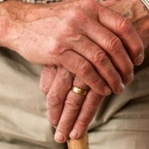 En EE.UU. las personas mayores no pueden permitirse la jubilación